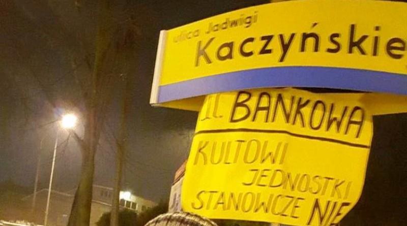 """""""Powitaliśmy"""" Kaczyńskiego w Starachowicach"""