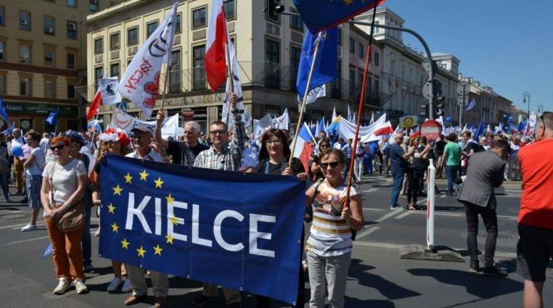 """Świętokrzyski KOD na """"Marszu Wolności"""""""