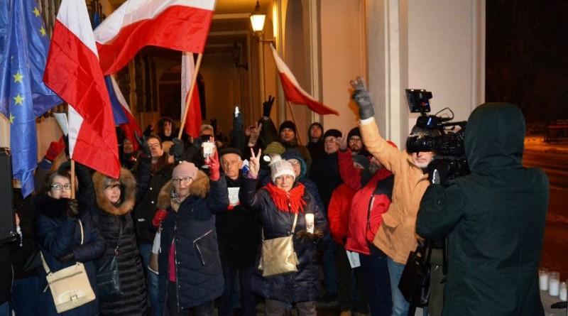 Pikieta w Kielcach. Cała Polska solidarnie z sędziami